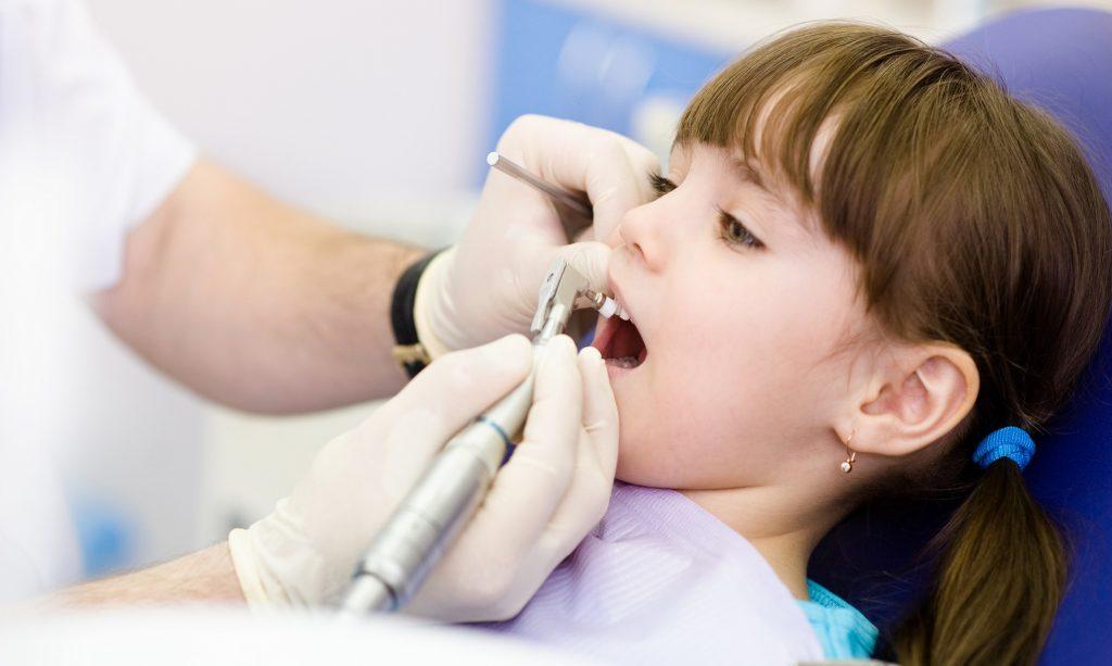 профессиональная чистка зубов детям фото