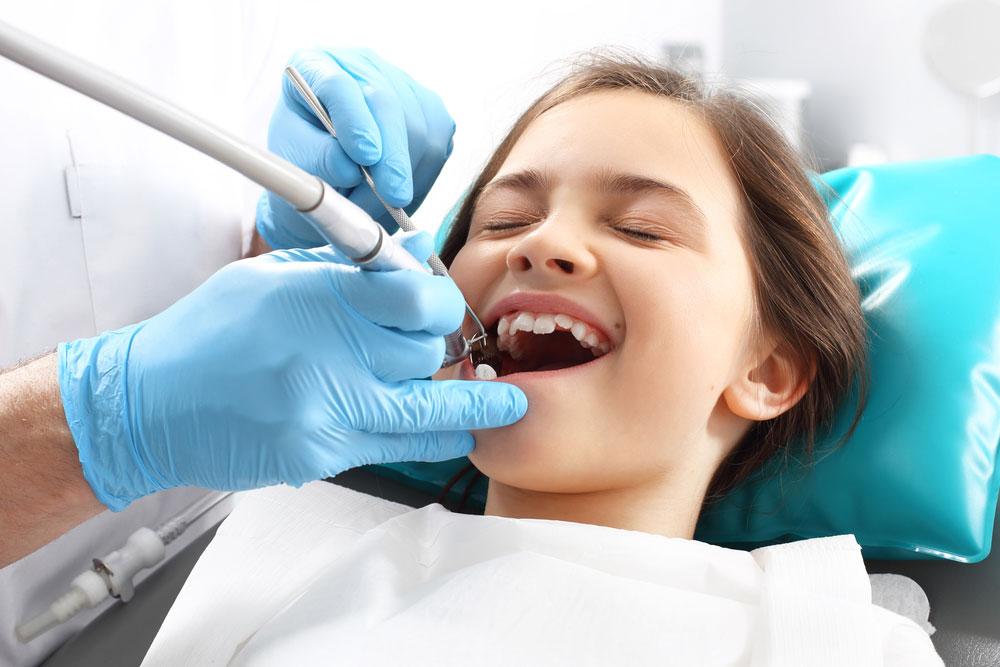 как удаляют молочный зуб ребенку