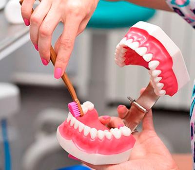 чистка зубов стоматология фото