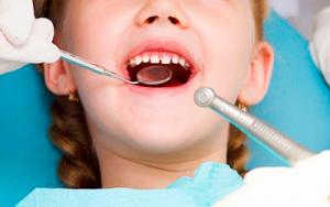 как лечить розовый зуб у ребенка