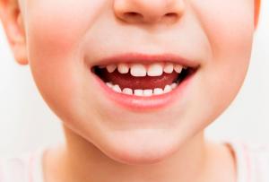 Красный зуб у ребенка фото